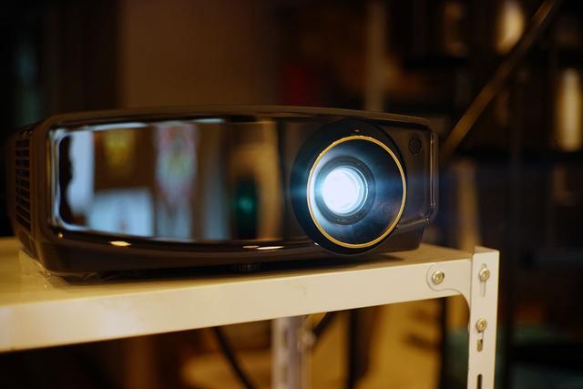 我的入门,你们的高端!JVC LX-UH1家庭影院投影机试用!