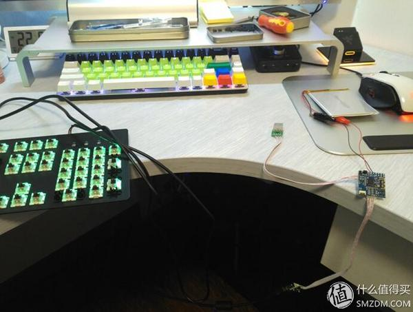 4.将电池的正负极与蓝牙主控的正负极相连接.5