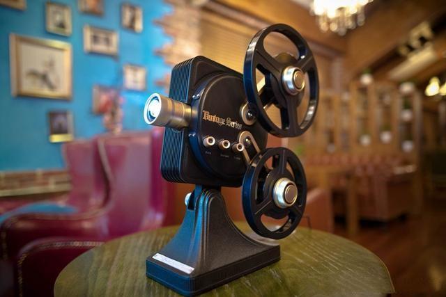 玩噱头还是实用,坚果1895电影机投影仪上手体验