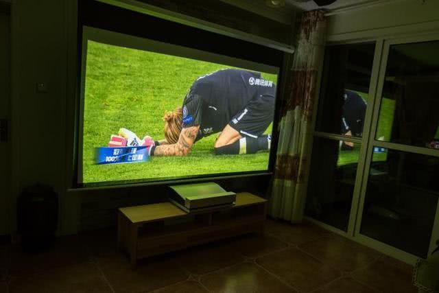 激情世界杯,大屏看球更过瘾!坚果智能投影推荐