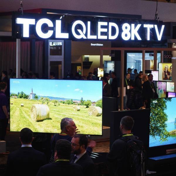 今年 TCL 的 CES 展台除了 8K 电视外,更有牙刷和美妆新品