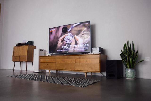屏幕越大越好?4K时代智能电视尺寸这样选择才合理