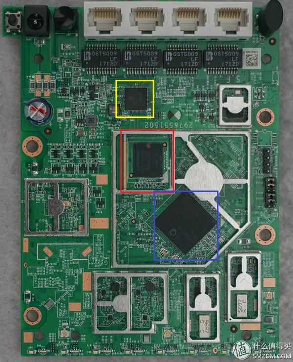 鉴于不能太暴力拆解,因此我借用了网上的拆解图给各位讲解一下这款路由使用了哪些芯片。 黄色区域:高通QAC8075,5口交换,负责千兆网口。 红色区域:路由器的ROM,KingSton EMMC04G,512MB,EMMC存储颗粒。 蓝色区域:SOC,高通IPQ4019。IPQ4019是首颗提供单芯片AC解决方案的产品。IPQ4019拥有4核心ARM Cortex A7,支持DDR3L内存。集成千兆,4X4 MIMO的无线,MIMO可以同时使用,也可以拆分成2x2 2.