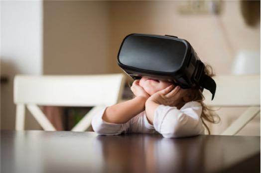 虚拟现实产品何时进入寻常百姓家?还有四步!