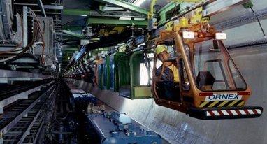 来看看维护大型隧道的机器人长什么样