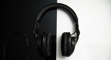 多线作战玩家首选 Roccat超轻耳机配双麦克风