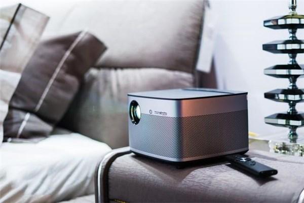 自带系统的投影仪表现如何?极米H2无屏电视体验评测