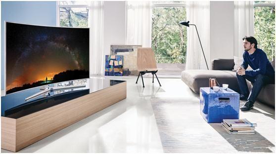 客厅用电视机好还是投影仪好?该如何选择?