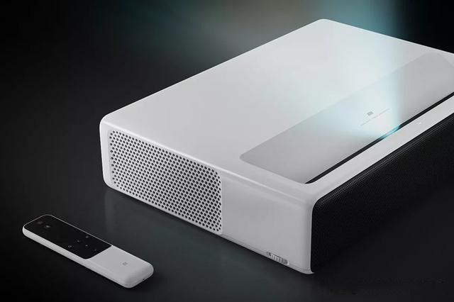 小米在沃尔玛推出了一款价格2000美元的投影仪
