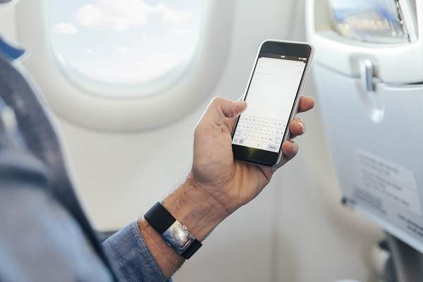 """""""飞机上禁用手机""""被解除:权力下放给航空公司"""