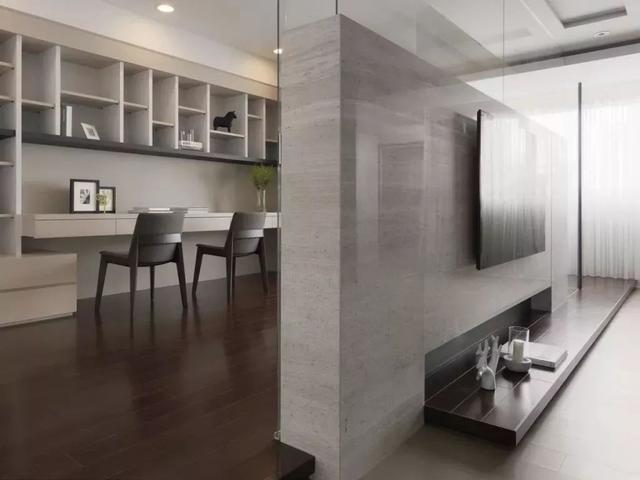 讲电视机嵌入硬装内,或者是墙壁内,整体性更强 图片:网络 文/编辑:三