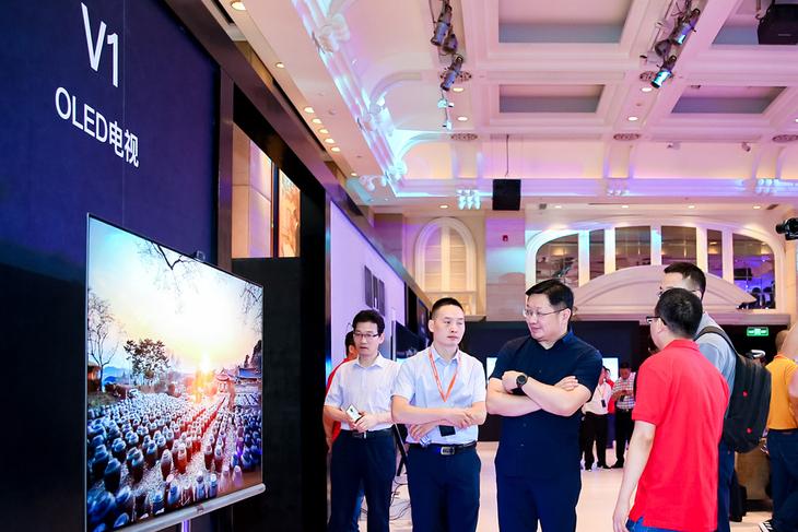 开启科技新视界 康佳发布OLED电视V1及变频电视R2