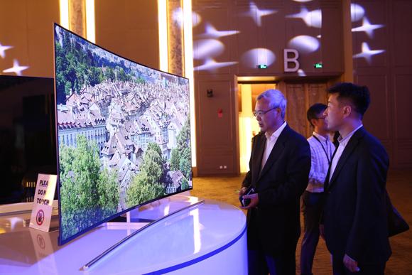 四年逐增 曲面电视步入2.0 预成行业新动力