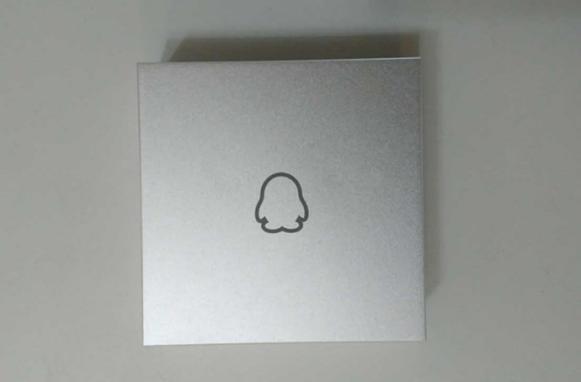 腾讯企鹅盒子Q1: 外观设计简洁却不失质感