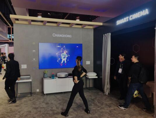 长虹三色激光显示技术、音画合一技术领先升级
