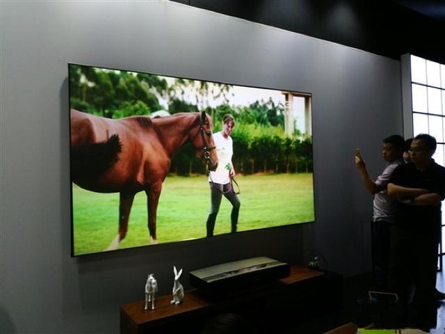 极米投影仪如何?显示效果以及体验会比电视好用吗?