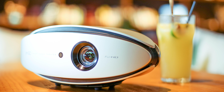 客厅一定要装电视吗?家庭影院领航者 坚果X1智能影院评测