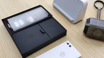 白色 坚果 R1 手机开箱及上手体验