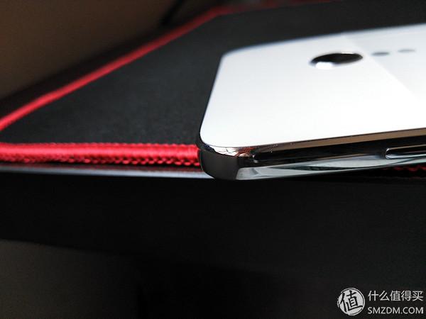 锤子的镜面不锈钢版本跟其他的m1l相比较,除了边框外,没有其他不同之
