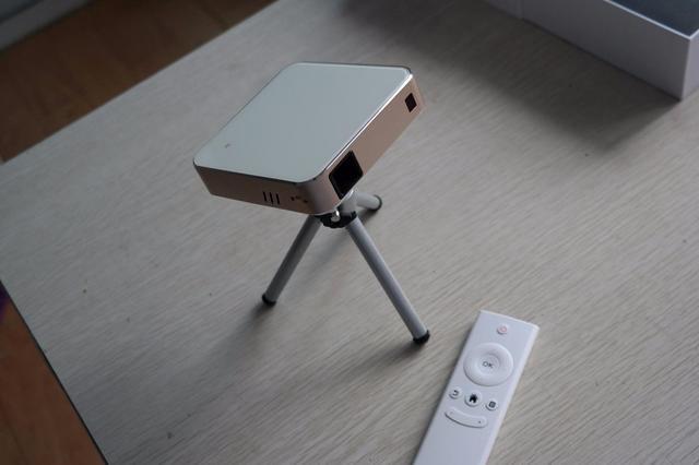 葩葩口袋影院 微型投影仪Pa01开箱评测