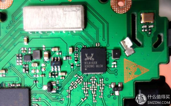 另一层电路板,按照惯例是无线功放芯片两组.