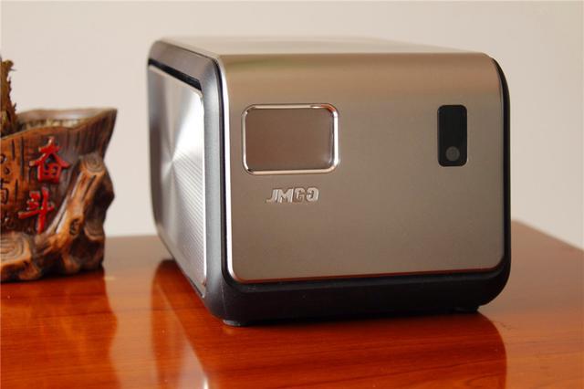 坚果J6于3.21正式亮相发布,三百吋的智能投影你会买吗?