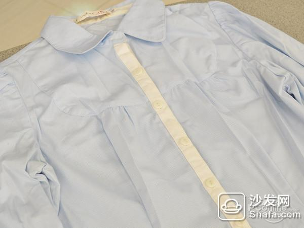 "【PConline 评测】最近朋友圈经常转""广州第N次入冬失败""的段子,调侃11月份广州温度却达30摄氏度的景象。不过从上周开始,大家估计就体会到了""速冻""的滋味,压箱底冬衣搬上衣柜了么。但衣服因为长时间叠放,可能保存不当使得衣服褶皱;或者是穿久了的衣服也容易变形。这个时候小编推荐:要是用熨斗稍稍打理,情况就大不一样了。    今天PConline数字家庭频道就迎来了一位衣物除皱能手——松下迷你蒸汽挂烫电熨斗NI-GHA045,这"