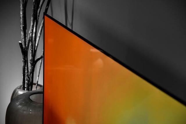 LG B8 OLED电视的黑科技:厚度仅3.9毫米,比手机还薄的电视