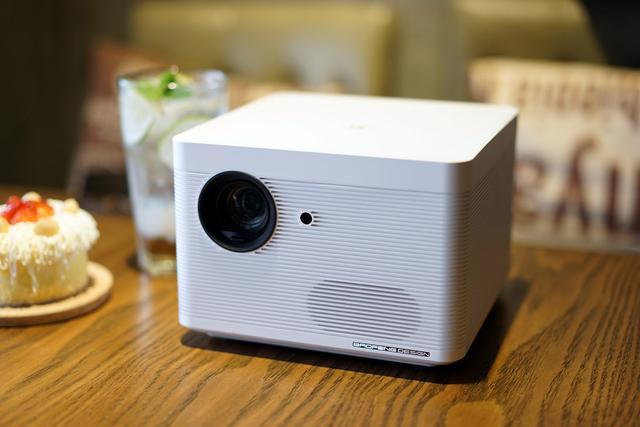 打造私人家庭影院感受 暴风AI无屏电视Max6测评