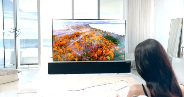 可卷曲的的电视来了!LG这款65英寸电视你不需要就卷起来