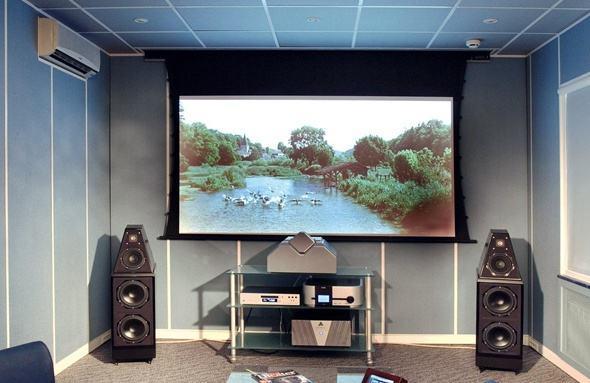 客厅装电视好还是直接装投影仪比较好?各有什么优缺点?