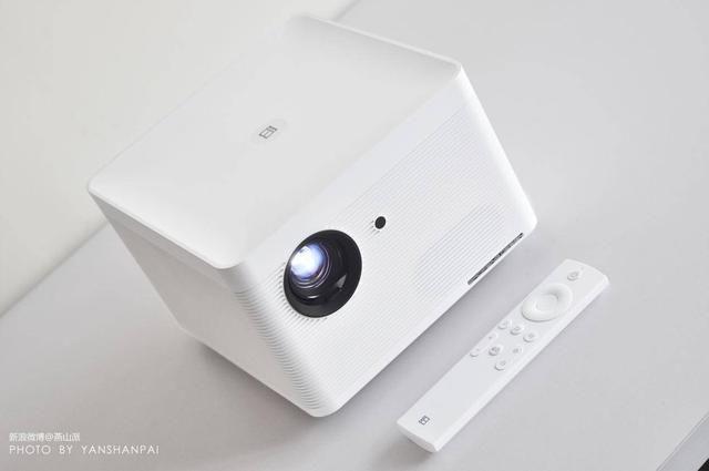 3999元即可打开品质智慧生活,暴风AI无屏电视Max 6测评