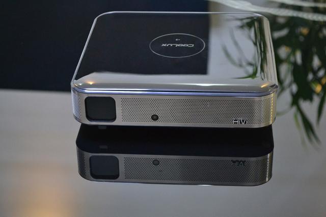 智能电视还是百吋无屏投影?哪个才是你的菜