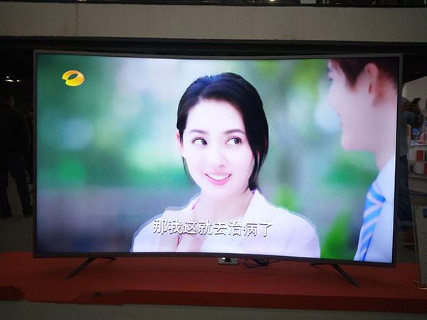 爱芒果65MQ1R曲面电视实拍体验 90后第一台电视