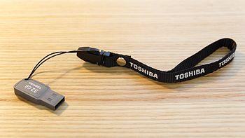 大容量低价格:TOSHIBA 东芝 随闪系列U盘 32G USB2.0 黑色
