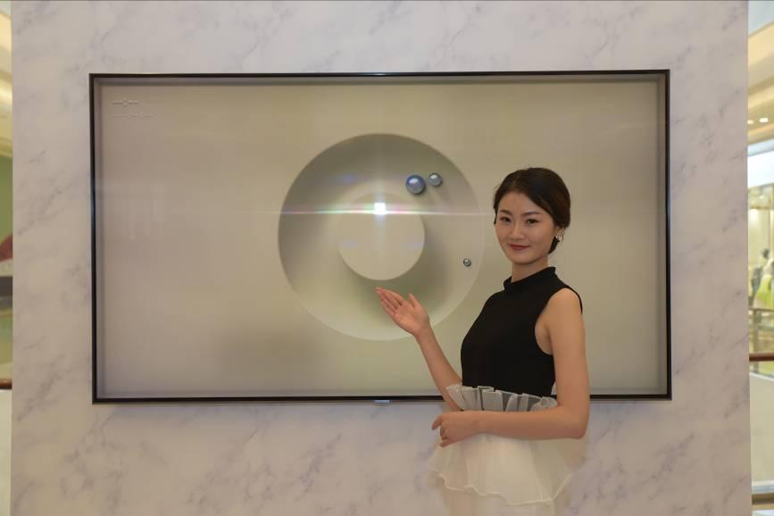 一项真正的电视黑科技 三星透明QLED电视