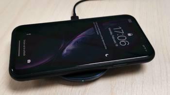 是时候表演真正的技术了:让同事的iPhone XR搭配小米无线充电器(通用快充版)感受无线充电的便捷