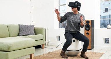玩VR游戏得坐这把椅子 再也用不着带线的手柄