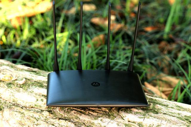 一个路由两个wifi 据说双频摩路由C1信号很牛逼