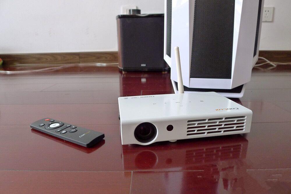 微型投影仪做显示器,玩游戏看电影相当给力