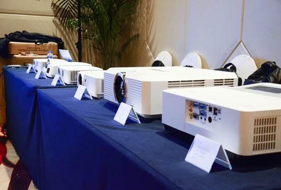 携手飞利浦 英士发布了两款HLD光源投影机