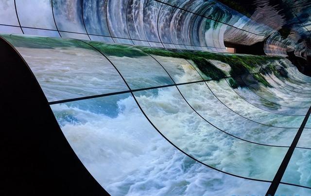 CES 2019:LG用柔性OLED电视搭建了一座瀑布