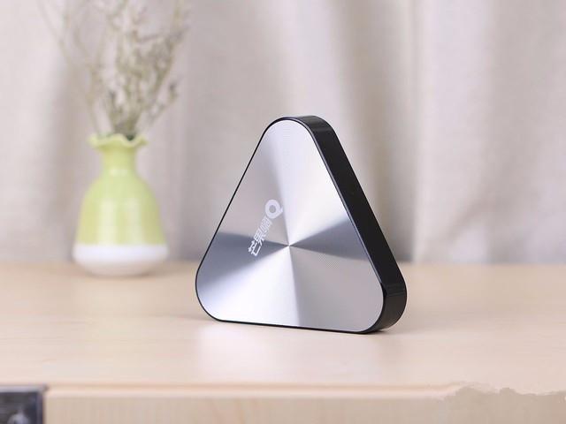 芒果嗨Q H5三角形机身设计更新颖