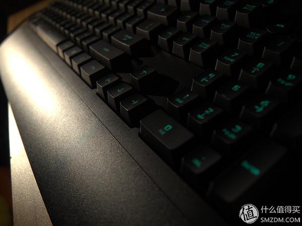 结构了,圆形的凸起是官方宣传机械手感的来源,正常的薄膜键盘键帽是很