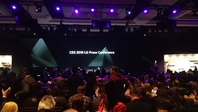 LG两款电视CES首发!抢到两个世界第一