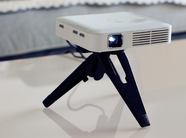酷乐视Q7旗舰版可以带着巨幕影院到处走的手持型投影仪