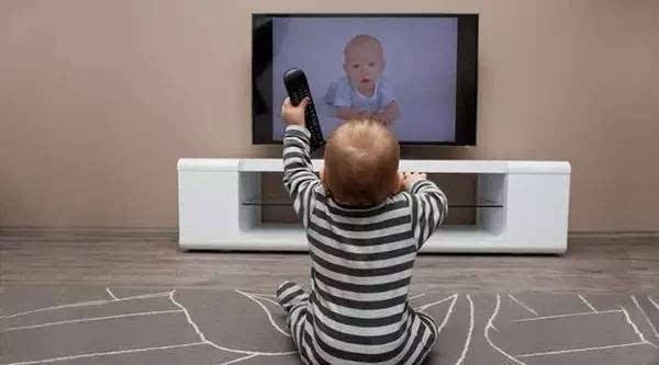 宝宝爱看电视怎么办?苦恼的妈妈赶紧看看