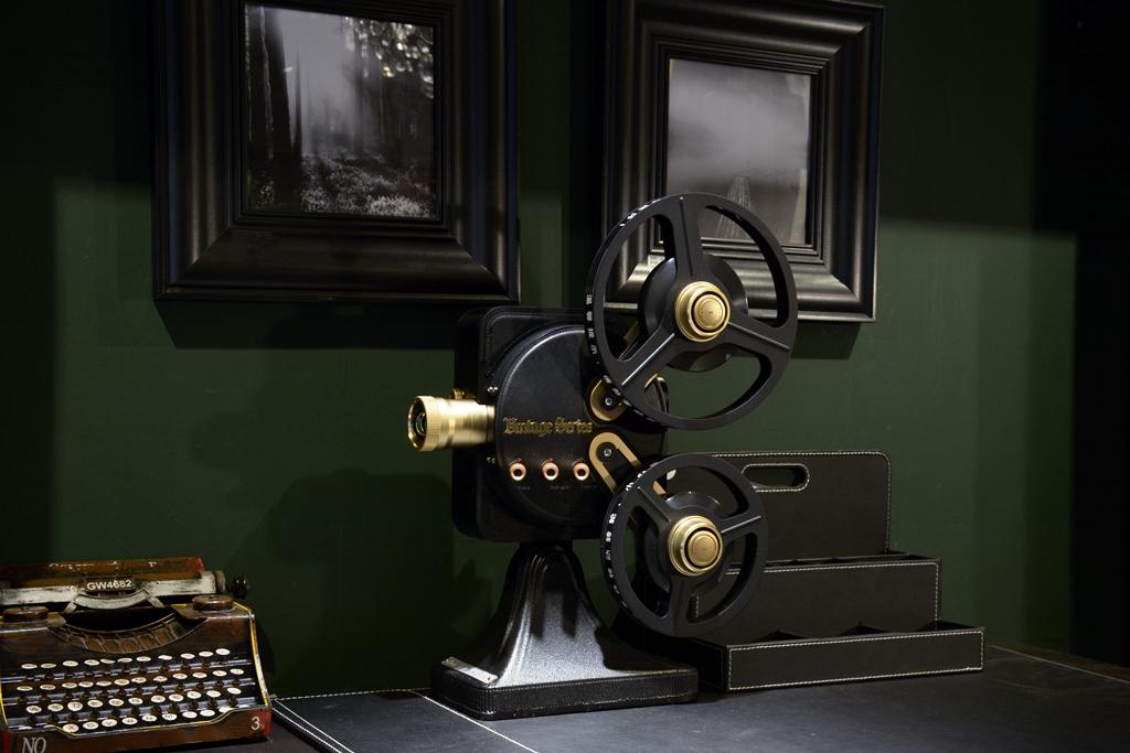 复古造型+1200流明+1080p全高清 坚果1895电影机测评