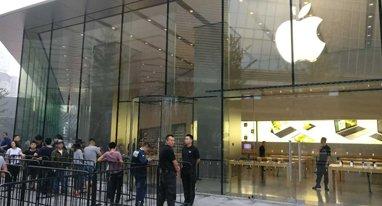 iPhone 7国行正式开卖 128GB亮黑版最受宠