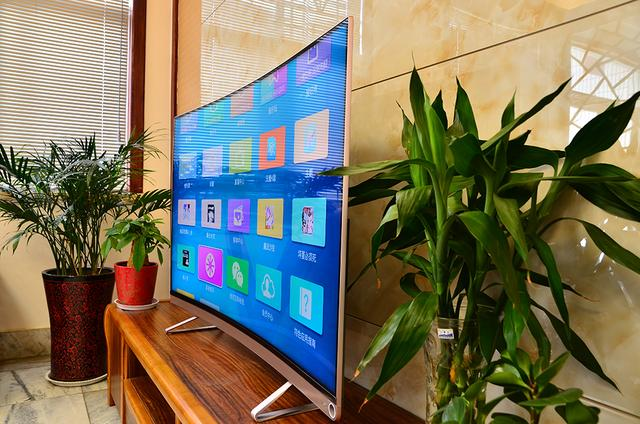 俗话说姜还是老的辣 老牌子海信VIDAA V1 曲面智能电视